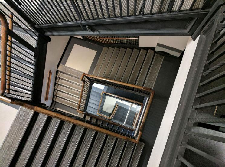 ¿Pagan los locales las obras del ascensor?